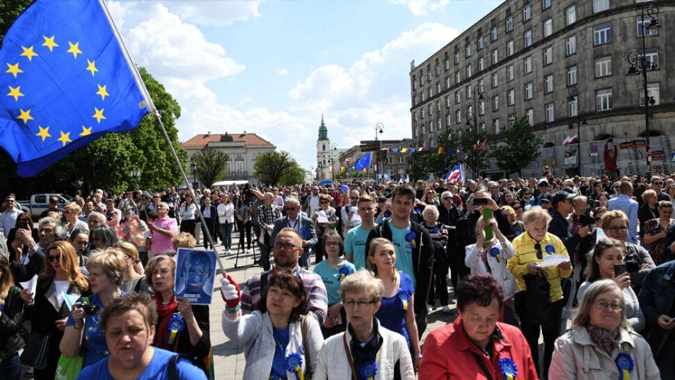 Marsz, festiwal i spotkanie polityków. Europejska rocznica w Warszawie