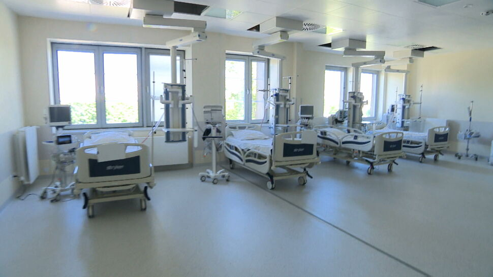 """Władze Warszawy chcą odzyskać szpital przejęty przez rząd. """"To jest kradzież"""""""