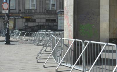 Kontrowersyjne barierki na rocznicy smoleńskiej. Opozycja: zawłaszczanie uroczystości