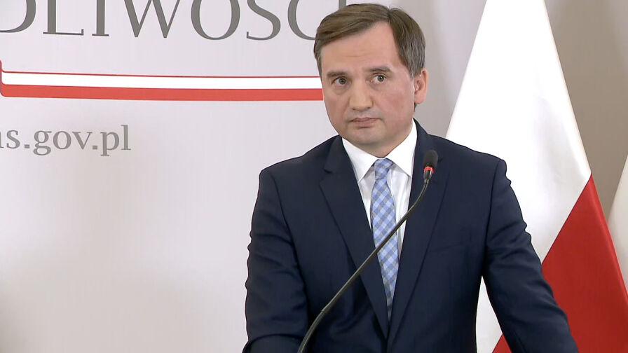 """Ziobro oskarża TVN o """"podwójne standardy"""". Nie ma racji"""