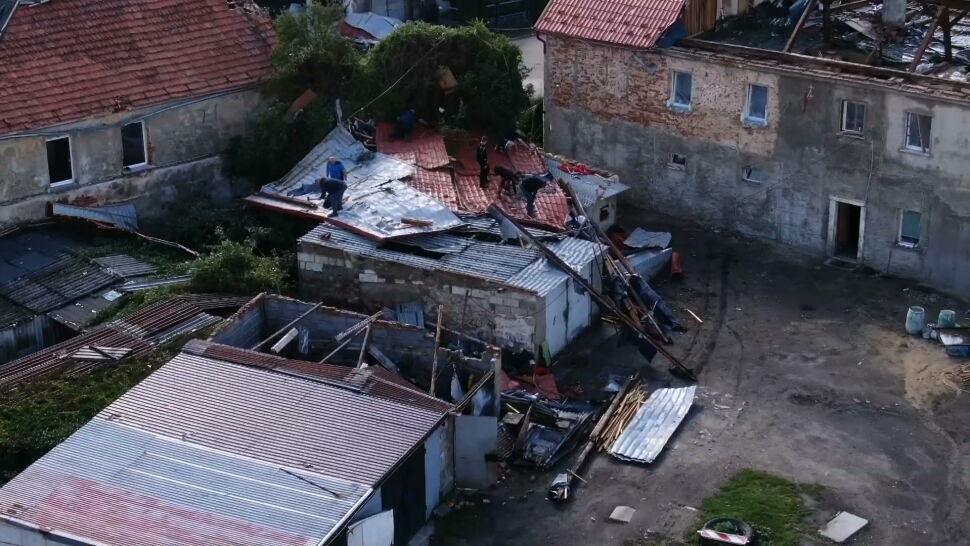 Zerwane dachy, powalone drzewa. Ogromne szkody na Dolnym Śląsku