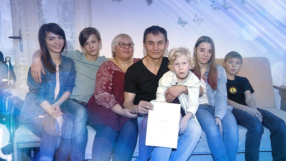 Mają ośmioro dzieci i polskie korzenie. Przez błąd urzędnika są bez pomocy