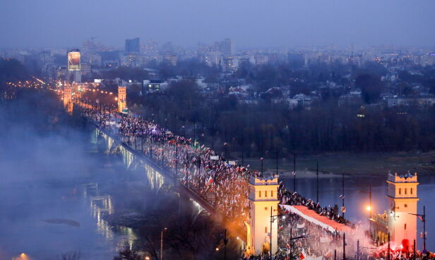 Marsz Niepodległości w 2014 roku tvnwarszawa.pl