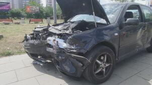 Mokotów: dwa auta rozbite po kraksie