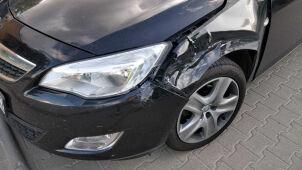 Zderzenie trzech aut w alei Prymasa Tysiąclecia