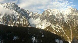 Szlaki oblodzone, jeziora zamarzają. Trudne warunki w Tatrach