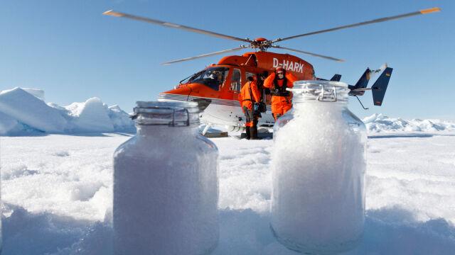 Śnieg z Arktyki pełen plastiku.