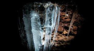 Mróz w Tarnowskich Górach sprawił, że głęboko pod ziemią pojawiły się okazałe sople