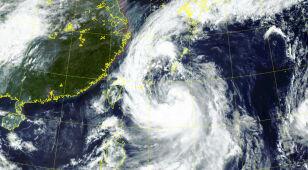 Tajfun Tapa w Japonii. Dwie osoby nie żyją
