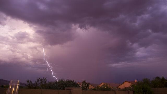 Niebezpieczny upał i burze z gradem.  Obowiązują ostrzeżenia IMGW
