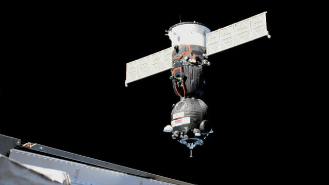 Sojuz dotarł do Międzynarodowej Stacji Kosmicznej. Lot trwał niecałe sześć godzin