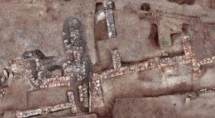 Pozostałości budynków i artefakty w Tenei (Greek Ministry of Culture)